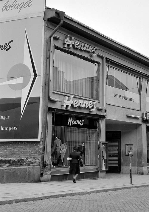 Jubileumsår. Världens första Hennesbutik i Västerås